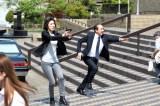 テレビ朝日系『緊急取調室』第8話(6月8日放送)より。拳銃を構える真壁有希子(天海祐希)だったが…(C)テレビ朝日