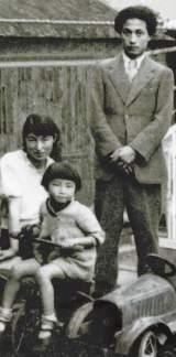 両親と一緒に撮った黒柳徹子の写真(提供:テレビ朝日)