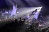 UVERworldのTAKUYA∞と信人がディスり合う「DIS is TEKI」がシングル「DECIDED」の収録楽曲に(写真はバンイベントLOCK YOUより 鳥居洋介)
