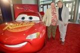 (左から)ジョン・ラセター、オーウェン・ウィルソン(C)2017 Disney/Pixar. All Rights Reserved.