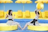 水の冷たさに生田絵梨花(左)と生駒里奈が悲鳴=マウスコンピューター新CMより