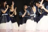 14位は川本紗矢(中央)=『第9回AKB48選抜総選挙』投票速報の模様 (C)AKS