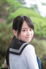 『週刊ヤングジャンプ』29号に登場するAKB48・倉野尾成美(C)HIROKAZU/集英社