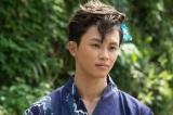 草川拓弥の場面写真が公開。前髪のM字バングがポイント (C)2017「兄こま」製作委員会(C)夜神里奈/小学館