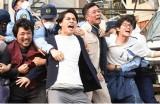 日本テレビ系連続ドラマ『フランケンシュタインの恋』第10話より柳楽優弥(中央) (C)日本テレビ