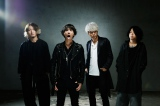 Aimerの10thシングル「insane dream」(7月6日発売)を手がけたONE OK ROCKのTaka(左から2人目)