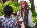 東京ディズニーランドで映画『パイレーツ・オブ・カリビアン/最後の海賊』の世界観を楽しめるスペシャルプログラムがスタート。グリーティングに現れたジャック・スパロウ (C)ORICON NewS inc.