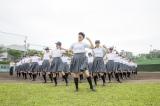 女子高生がダンスで高校球児を応援 (C)朝日新聞社