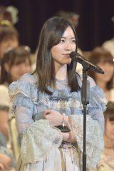 トロフィーを握りしめるSKE48・松井珠理奈(写真:島袋常貴)
