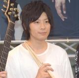 デビューシングル「LEAN ON ME」の発売記念イベントを開催した9人組バンド・BuZZのエノマサフミ (C)ORICON NewS inc.