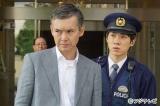 7月9日スタートのフジテレビ系『警視庁いきもの係』第1話より(左から)渡部篤郎、横山だいすけ