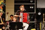 『沖縄からうた開き! うたの日コンサート2017』に出演したBEGIN・上地等