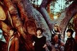 バンド結成30周年を意識した新曲「1987→」のMVを公開したスピッツ