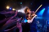 活動15周年ライブで観客を魅了するMIYAVI  Photo/田辺佳子
