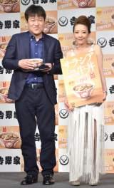 吉野家『サラシア牛丼』商品発表会に出席した(左から)佐藤二朗、西川史子 (C)ORICON NewS inc.