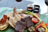 香ばしさが食欲をそそる『ハワイアン コンボディナー』のメイン料理 (C)oricon ME inc.