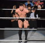リングの四方に頭を下げるフィン・ベイラー=『WWE Live Tokyo』の模様 (C)ORICON NewS inc.