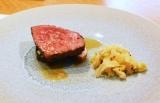 肉料理『「カルピス」でマリネした和牛とザワークラウト』 (C)oricon ME inc.