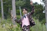 森の中でも歌う(C)テレビ朝日