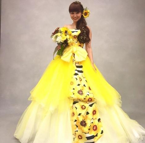 結婚式のドレス姿の平愛梨さん