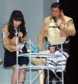 コラボメニューを食す(左から)石川由依、スギちゃん=(C)ORICON NewS inc.