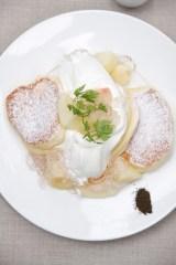 『国産白桃のローズヒップピーチパンケーキ』(税込価格:1480円)