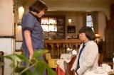 第82回(7月6日放送)より。茨城から妻の滋子(山崎静代)が東京にやってくる(C)NHK