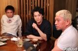 『ダウンタウンなう』に出演す(左から)浜田雅功、小栗旬、松本人志