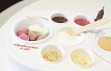 ピノアイス、チョコレートソース、トッピングのほかに、ふんわりやわらかなマシュマロクリームもセットに (C)oricon ME inc.