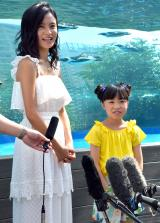 池袋のサンシャイン水族館『マリンガーデン』のリニューアルオープニングセレモニーに出席した(左から)小島瑠璃子、新井美羽 (C)ORICON NewS inc.