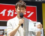 """キンキンの""""氷ジョッキ""""に大満足のウエンツ瑛士 (C)ORICON NewS inc."""