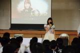 南郷中学校をサプライズで訪問した大場美奈一日マンゴー町長