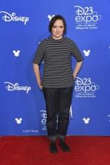 ディズニー/ピクサー『Mr.インクレディブル2(仮題)』(2018年6月15日全米公開)ヴァイオレット・パー役のサラ・ヴォーウェル=『D23 Expo 2017』(C)Disney/Pixar.All rights reserved.