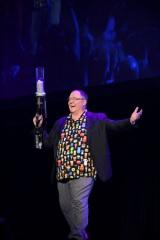 ディズニー公式ファンクラブのイベント『D23 Expo 2017』でディズニー・アニメーションのプレゼンテーションを行ったジョン・ラセター氏(C)Disney. All rights reserved.
