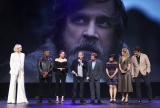 ディズニーの公式ファンクラブイベント『D23』で映画『スター・ウォーズ/最後のジェダイ』をプレゼンテーションするキャストとライアン・ジョンソン監督(C)2017 Getty Images