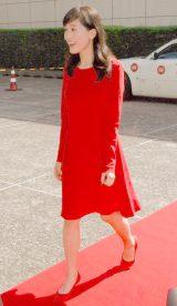 鮮やかな赤のドレスで登場した綾瀬はるか (C)ORICON NewS inc.