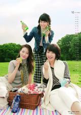 『テレビ朝日アナウンサー2017年カレンダー』10月、(左から)森葉子、池谷麻依、林美沙希