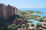 目の前にはクリスタルブルーに輝く美しい海と白砂のビーチが広がる「アウラニ・ディズニー・リゾート&スパ」 (C)oricon ME inc.