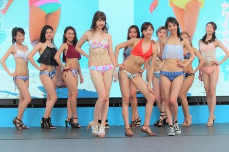 水着美女12名でフラッシュモブのダンスを披露した (C)ORICON NewS inc.