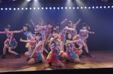 井上ヨシマサプロデュース『神曲縛り』公演に出演したパフォーマンス選抜の16人(C)AKS