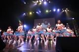 小畑優奈センターでこの日発売された新曲「意外にマンゴー」を披露=東京・Zepp Tokyo夜公演(C)AKS