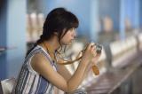 映画『トリガール!』でカメラ女子を演じている池田エライザ (C)2017「トリガール!」製作委員会