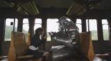 機関車での旅の道中で仲良くトランプをするシーン (C)2017 荒川弘/SQUARE ENIX (C)2017 映画「鋼の錬金術師」製作委員会