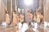 """""""妄想ミュージカル""""でダンスバトルを行った松岡茉優とイモトアヤコ(C)日本テレビ"""