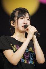 コンサートのアンコールで泣きながら謝罪する須藤凜々花(C)NMB48