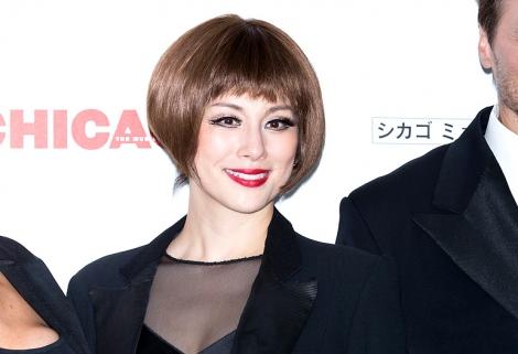 5年ぶりに『CHICAGOシカゴ』ロキシーを演じている米倉涼子(東京・東急シアターオーブにて8月13日まで)/PH:白石文丈