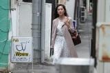 秘密を抱えている銀座のクラブのホステス役で中村アンが出演(C)WOWOW