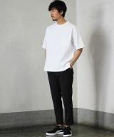 Style01 白Tもシルエットが違うだけで旬な着こなしに 「キャラクス×ジャーナル スタンダード」のTシャツ5500円(税抜) (C)oricon ME inc.