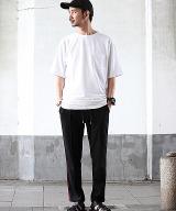 Style01 シンプルTに小物使いでアップグレード 「ジャーナル スタンダード レリューム」のTシャツ5500円(税抜) (C)oricon ME inc.