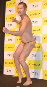 新ネタ「ボクシングポーズ」を披露したとにかく明るい安村 (C)ORICON NewS inc.